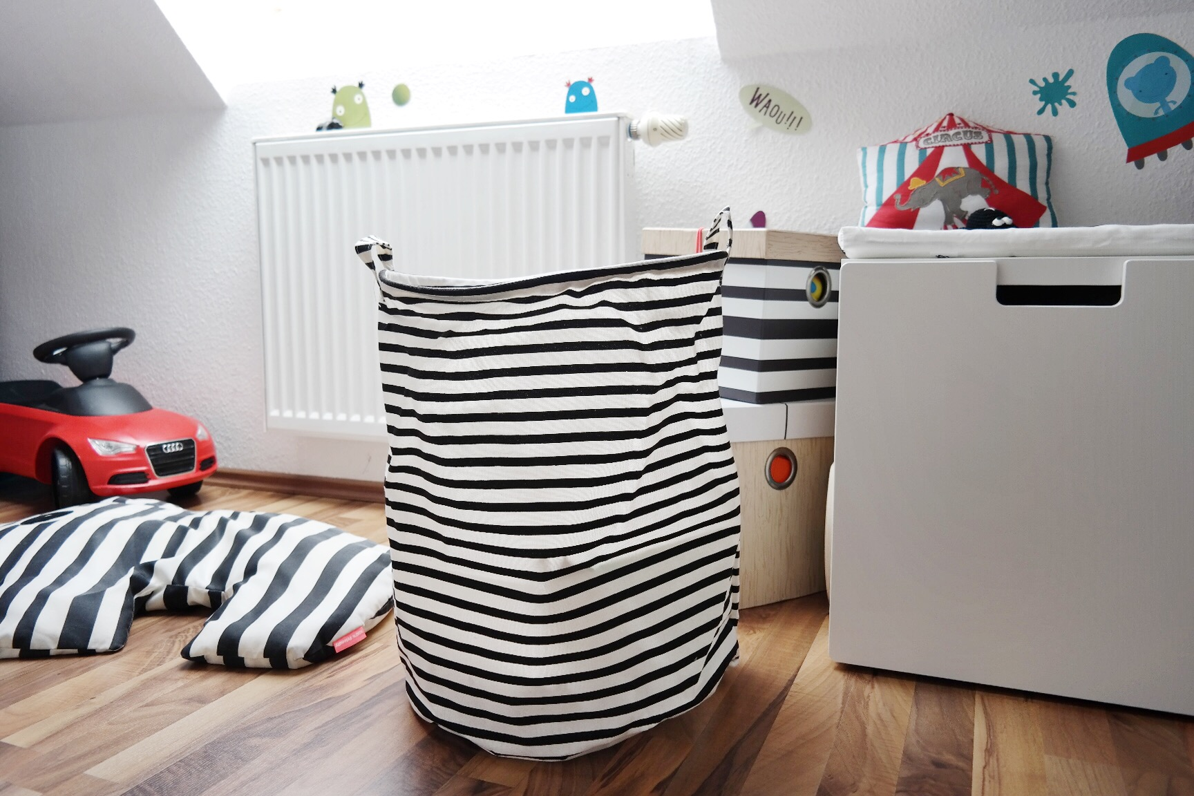 baby kinderzimmer junge wohin mit all den. Black Bedroom Furniture Sets. Home Design Ideas