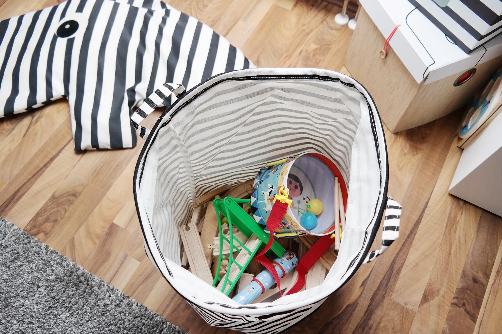 Spielzeug Verstauen Kinderzimmer kinderzimmer junge gewinnspiel mamablog einrichten schwarz weiß rot